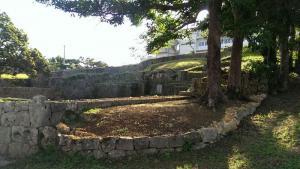 伊是名殿内の墓